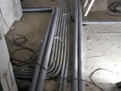 przewody hydrauliczne 122